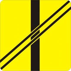 Plate indicating arrangment of road and railways on the railway crossing