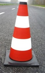 Reflective traffic cone 75cm- with black stand